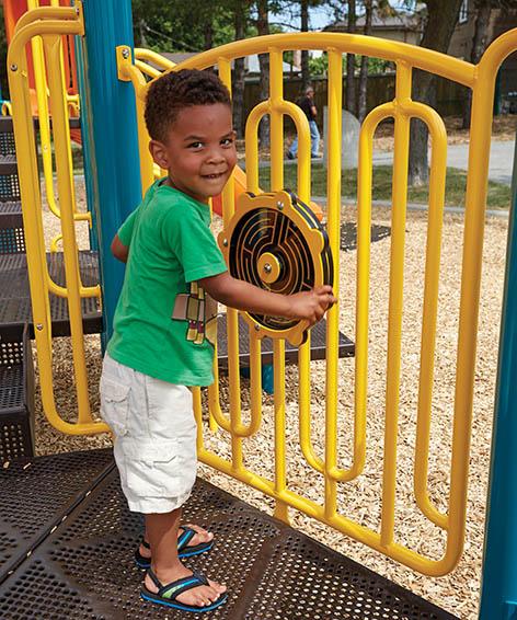 MAZE WHEEL ON VERTICAL RAIL for Playground   Henderson Recreation