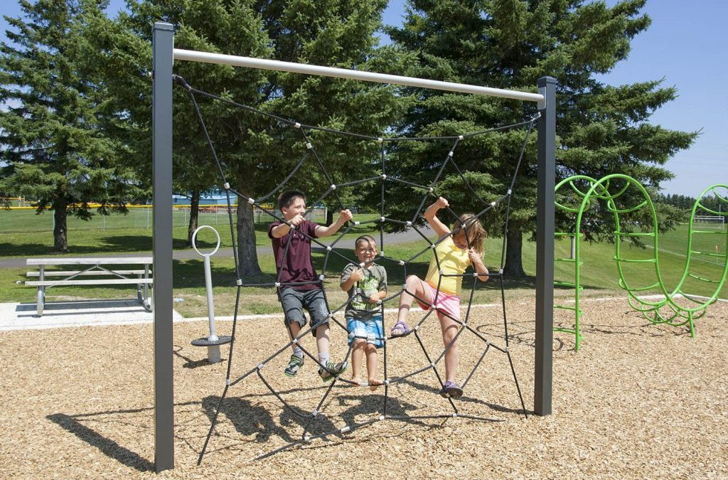 Why do we need more natural play spaces in Canada?